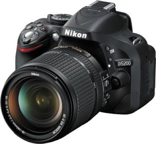 Nikon D5200 with AF-S 18-140mm